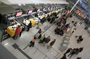 Abfertigung am Flughafen eines Gruppenfluges