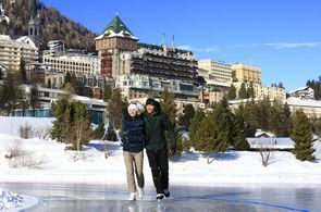 ENGADIN St. Moritz: Schlittschuhlaufen St. Moritzersee, Paar