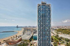 Blick auf Strand und Hotel Arts in Barcelona