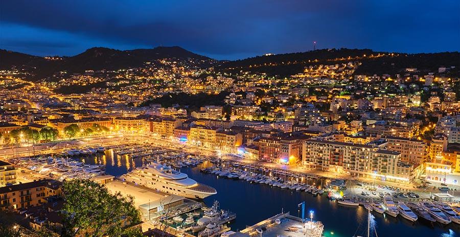Abendliche Stimmung am Hafen von Nizza