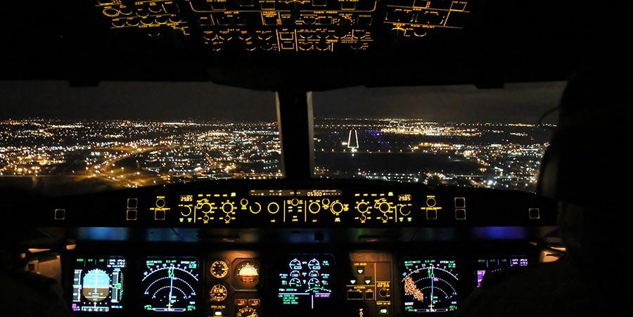 Cockpit eines Privatjets
